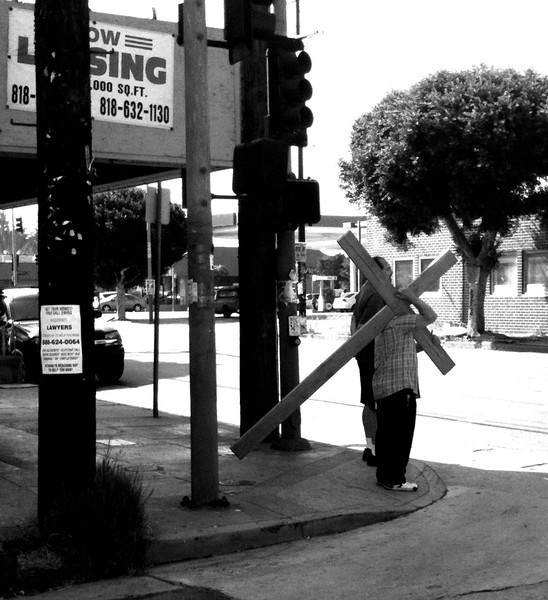 20120709_ajp_hollywood_crucifix_bw