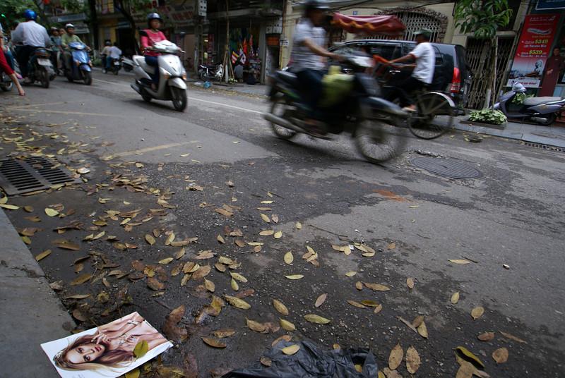 MODEL ON THE STREET. HANOI. OLD QUARTER.