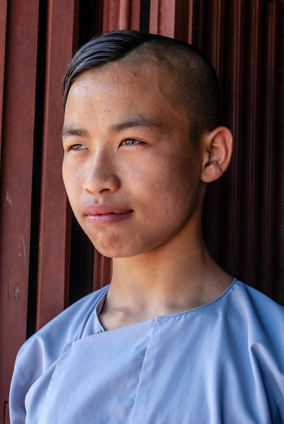 Hue, Vietnam, Monk Chung in Linh Mu Pagoda - 13-05-09
