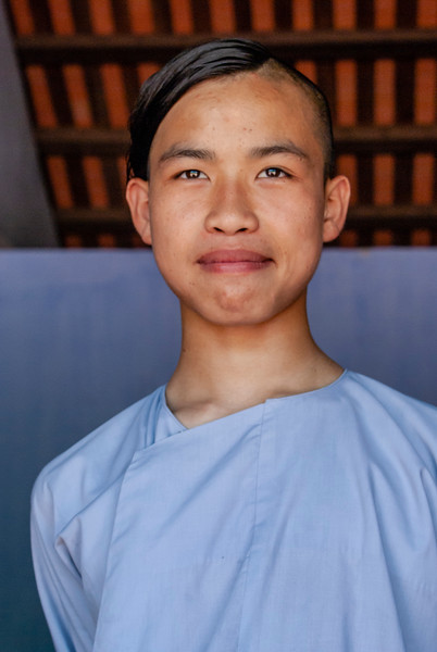Hué - by JeeWee -  Monk Chung  in Linh Mu Pagoda - 13-05-09