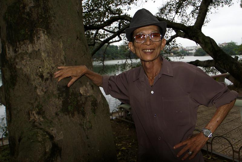 OLD VIETNAMESE MAN. HOAN KIEM LAKE. HANOI.