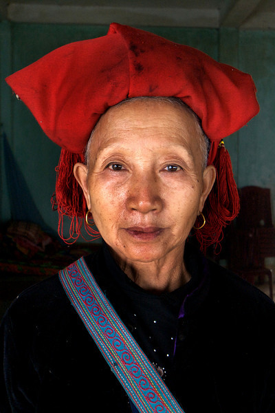 SAPA. NORTH VIETNAM. SU' PHAN. PORTRAIT OF A RED ZAO LADY.