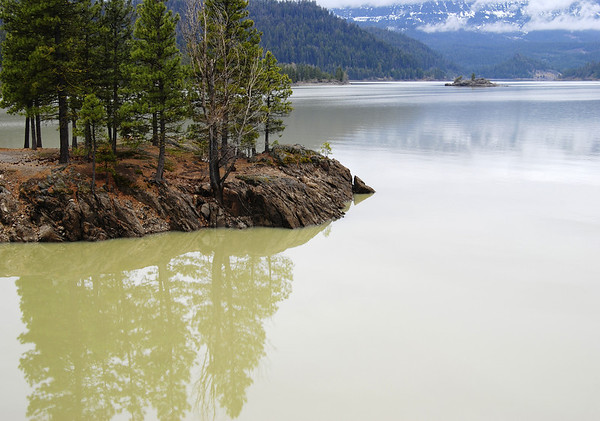 Spring colors in Rimrock Lake