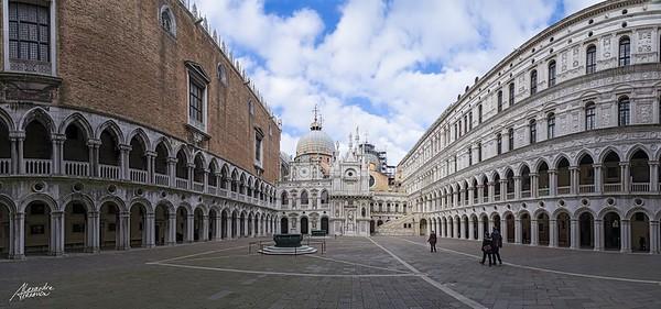 Intérieur du Palais des Doges. Venise, 2015.