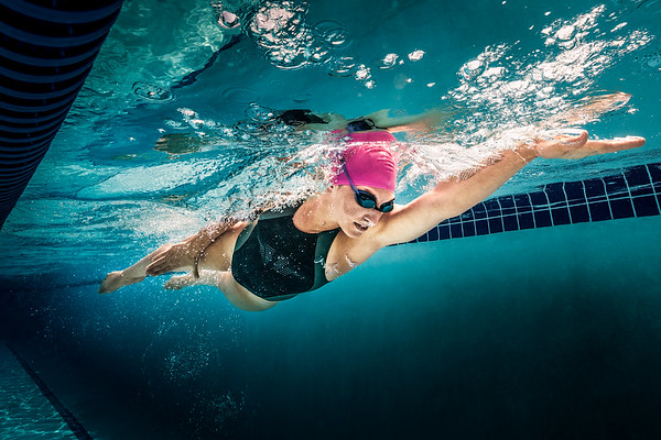 Woman swimming in a pool underwater.