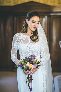 Wedidng photography -bride holds flowers