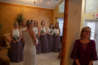 Wedding Photo of the Bride, Bridemaids, and Mother of the Bride.