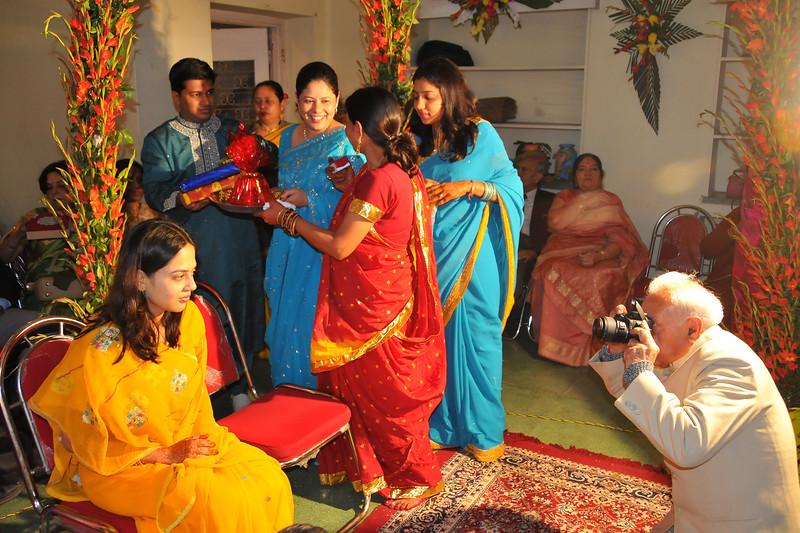 Morning ceremonies in the wedding of Nimisha & Piyush Seth at Patna. Feb, 2008.