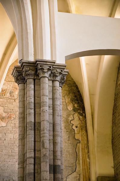 Todi, San Fortunato interior