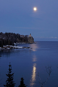 Split Rock Moonrise Jan 2008