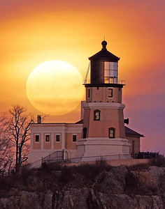 December Moonrise Split Rock Light 002