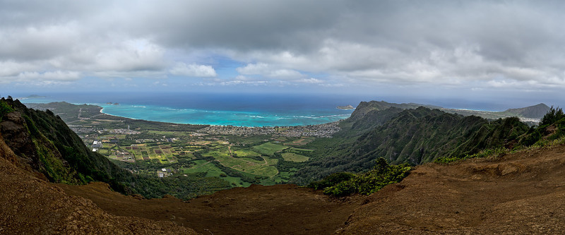 Oahu, Hawaii panorama; Kuliouou Ridge trail end, April 9, 2012. Left to right (northeast to southeast): The tip of Mokapu Point; Mokulua Islands and Wailea Point; Waimanalo Bay; Manana Island;  Koko Crater.