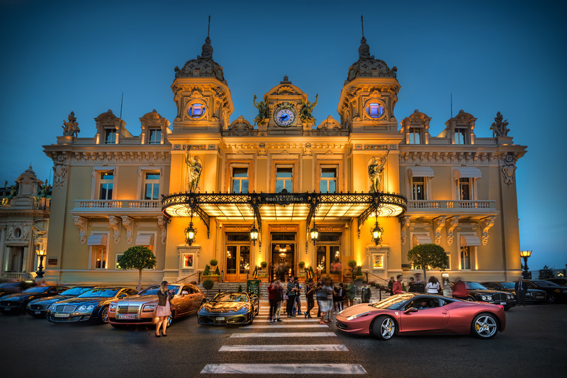 Crowd infront of Monte Carlo Casino