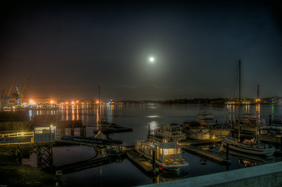 Full Moon Over The Piscataqua