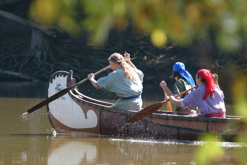 Canoe races at Feast of the Hunter's Moon