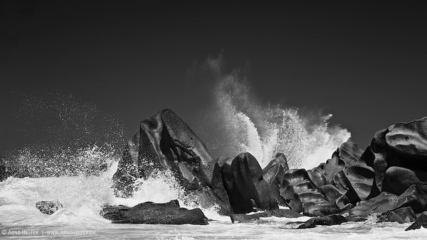Waves over Granit Rocks