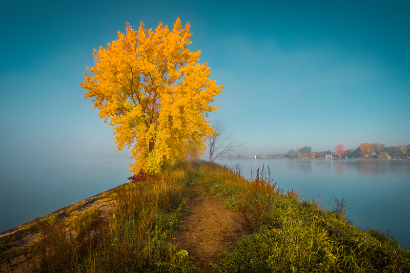 Travel_Photography_Blog_Canada_Montreal_Autumn_Foggy_River