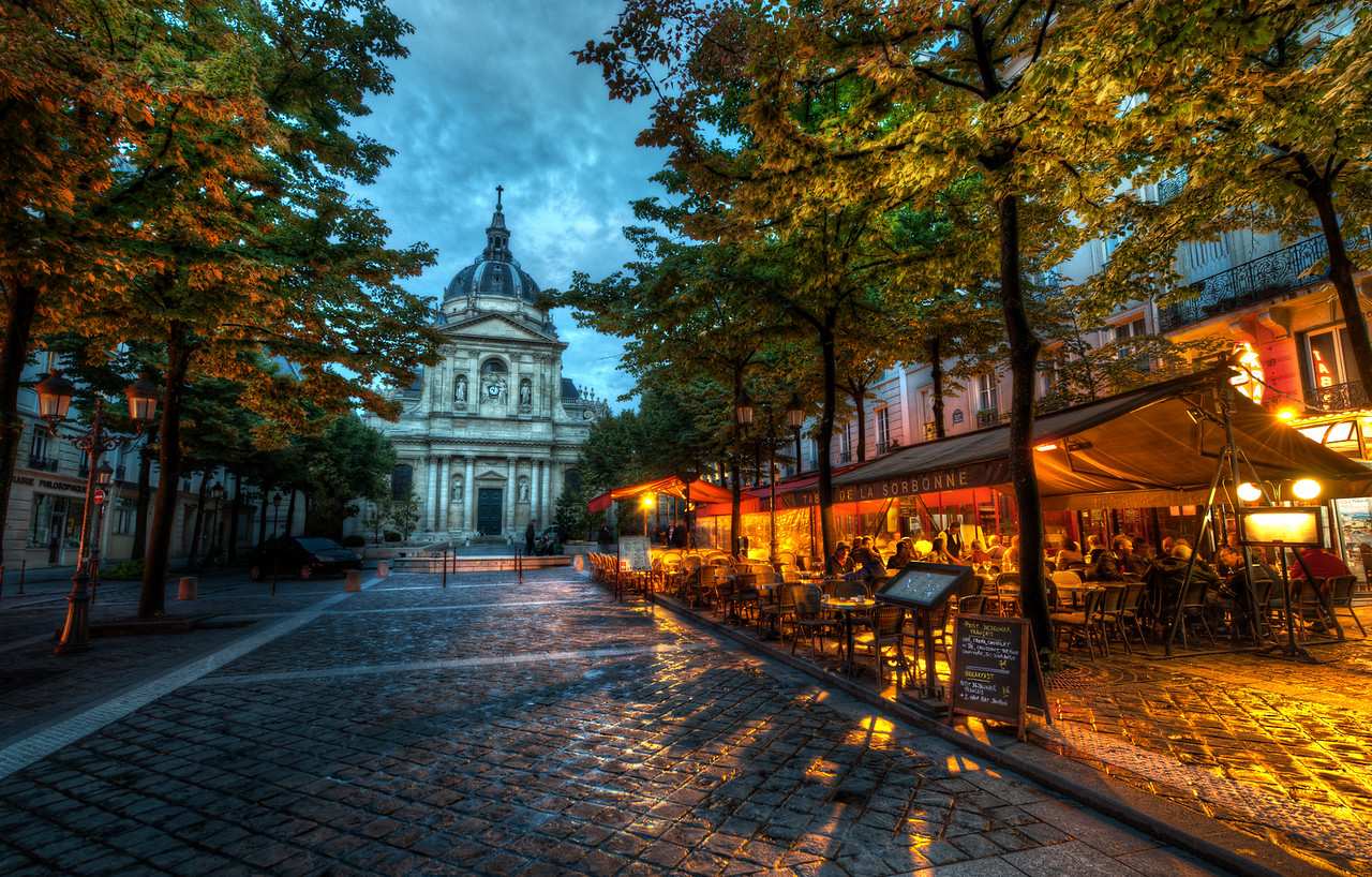 Walking about the Sorbonne in the evening
