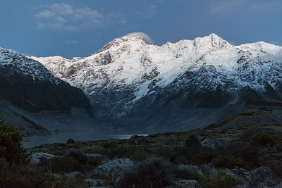 Sunrise hike to Hooker Lake and Mt. Cook viewpoint