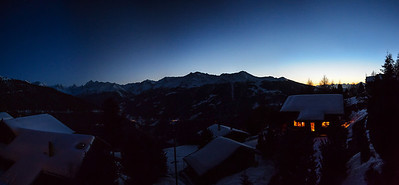 Panorama nocturne depuis Chandolin. Cherchez le Cervin !