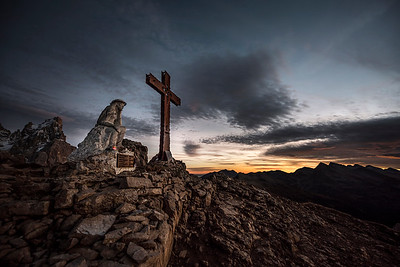 Cristo Pensante on the summit of Monte Castellazzo
