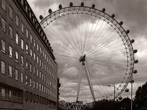 Big wheel keep on turning...