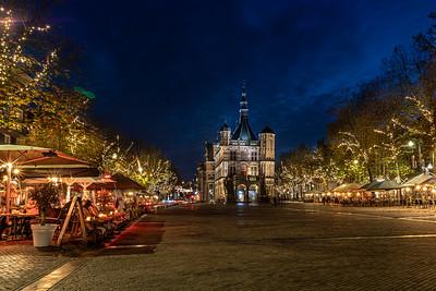 Brink met terrassen en museum De Waag