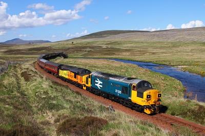 37025+37421 on the 1Z39 Wick to Edinburgh at Kinbrace on the 3rd June 2017