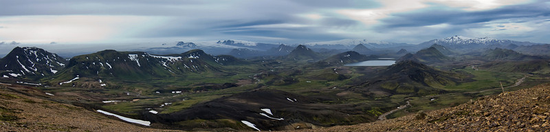 Day 2: After 2.5 walking hours, you can watch the Alftavatn lake and the hut. An awsome landscape.
