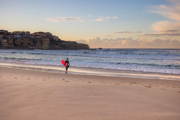 Solo Sunrise Surfs