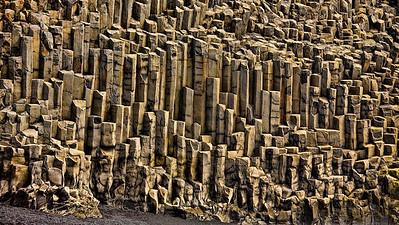 Basaltsäulen in Garðar Beach, bei Vík í Mýrdal - IslandBasalt columns at Vík í Mýrdal - Iceland  - mehr dazu im Blog: Island - 10 Tage, 10 Bilder