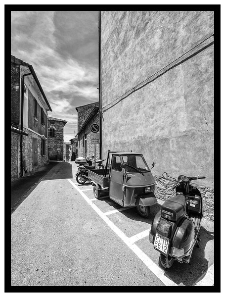 Geometry and Transportation converge in a 13th Century Italian Village