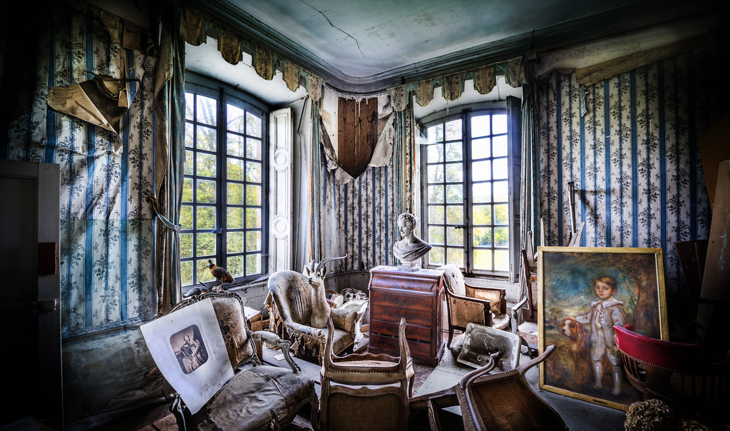 The Macabre Mysteries What a great room!When Miss Aniela and I first walked into this room, we knew it was a winner! We began by rearranging the macabre taxidermy and figuring out the best angles for a shot. I was looking at it from a pure HDR view, and she was looking at it by adding a human element. Anyway, as you can see, this room was all kinds of awesome. :)- Trey RatcliffClick here to read the rest of this post at the Stuck in Customs blog.
