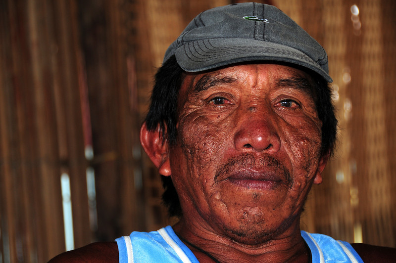 Boatman in the Kuna village of Uuargandub