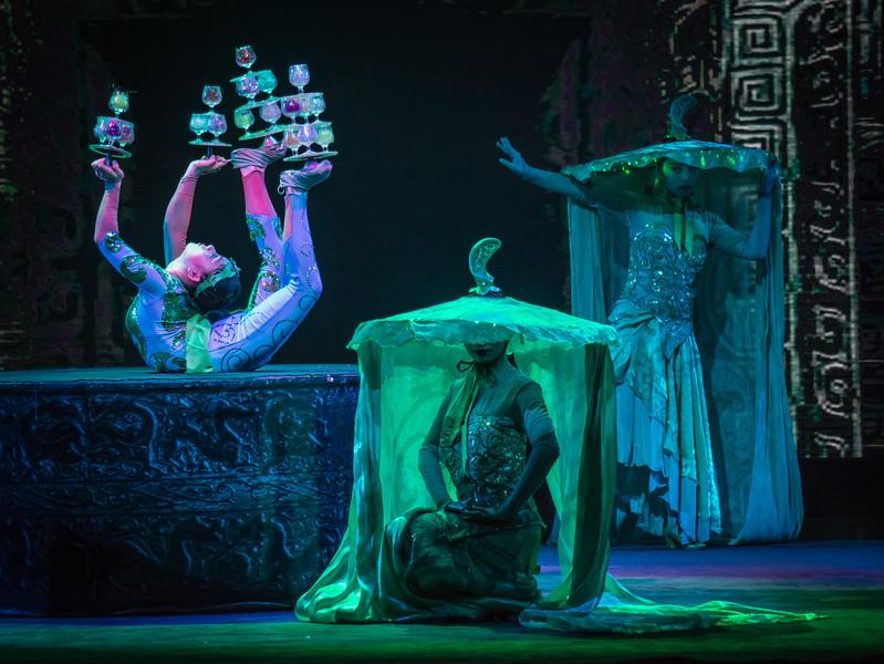 Crazy Chinese Opera-Circus-Thing