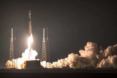 The 2nd Block V iteration of the Falcon 9 rocket (first from SLC-40) clearing the tower.