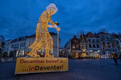 """Scrooge-beeld met tekst """"December beleef je... inDeventer!"""""""