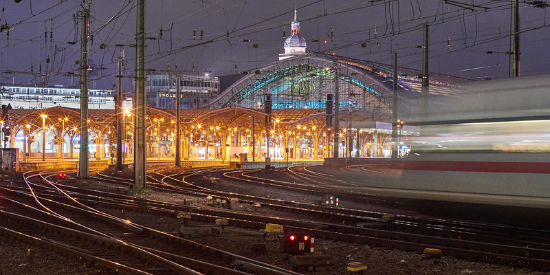 """Cologne Central Station in a Dash"""