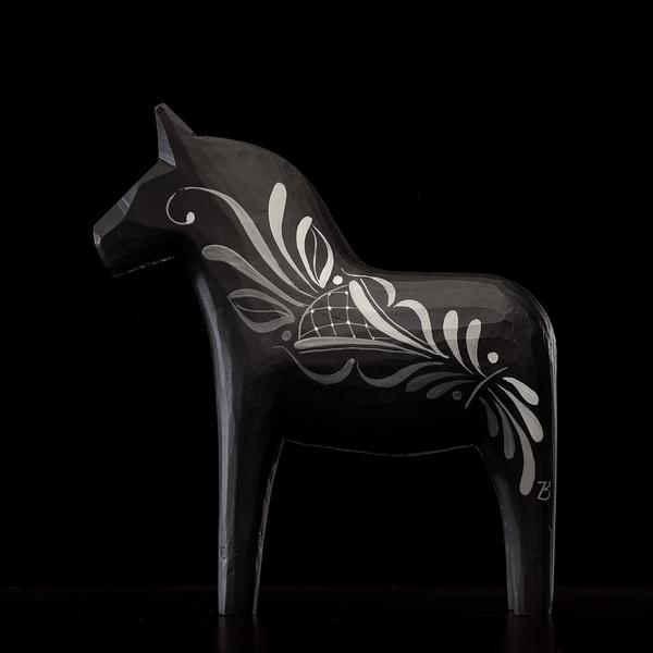 Britta black häst