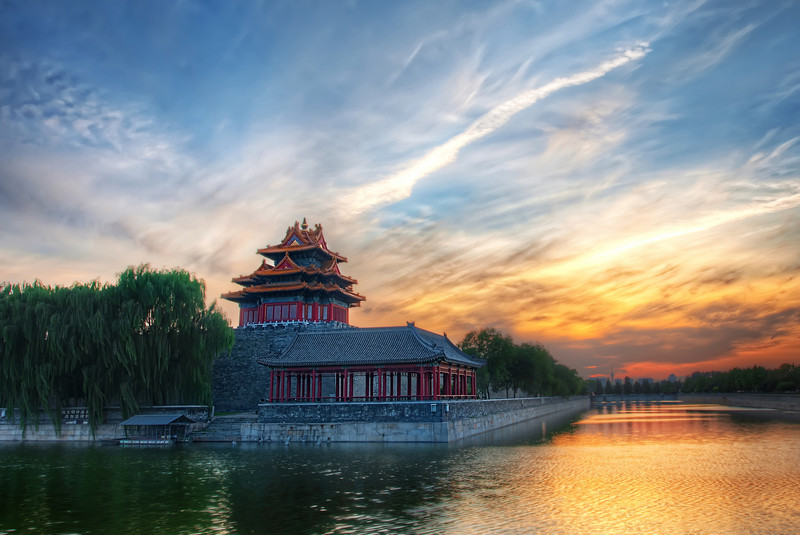 """<h2>Entering the Forbidden City</h2> <br/>The Forbidden City sits in the middle of Beijing along an imaginary line called """"The Central Axis"""".  Many of the important buildings, temples, and monuments are along this line.  It might seem convenient just to walk along this line to see everything you need to see, but this idea only works if you have the mobility of the Genghis Khan cavalry.<br/><br/>I had a delightful tea inside the Forbidden City at a secluded and secret tea house with my contacts.  It all sounds somewhat cloak & dagger, doesn't it?<br/><br/>- Trey Ratcliff<br/><br/>Read about it <a href=""""http://www.stuckincustoms.com/2010/10/04/the-forbidden-city/"""" rel=""""nofollow"""">here</a> at the Stuck in Customs blog."""
