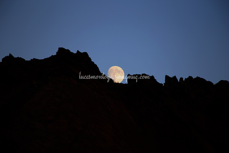 Moon rising over Garden of the Gods rock formation, 25 Sep 2015 - Colorado Springs, CO