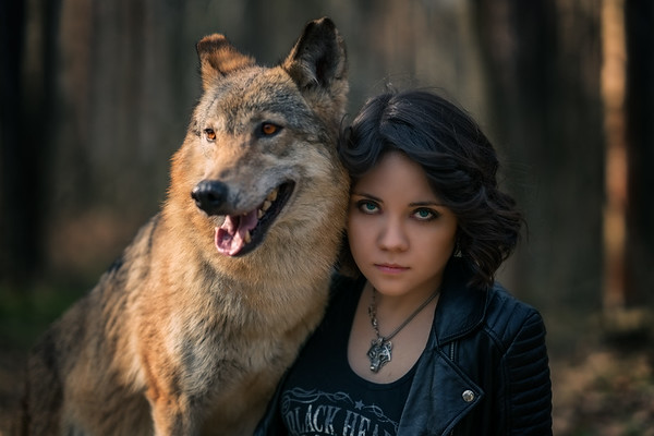 Girl with the eyes of a wolf