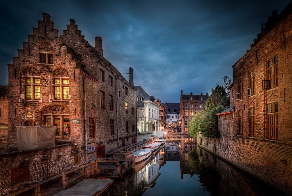 Alley canal in Bruges