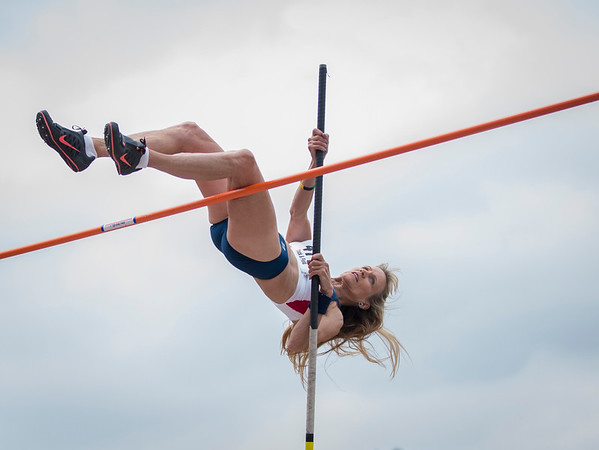 PoleVaulting01