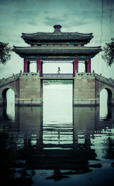 Walking to the Summer Palace in Beijing