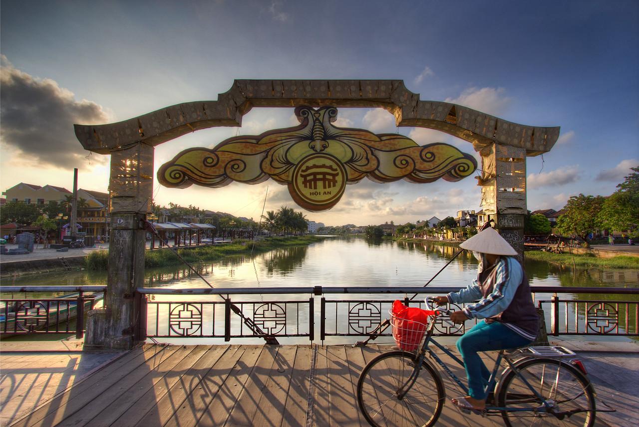 Cycling through Hoi An