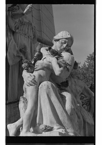 ny woman and child statue