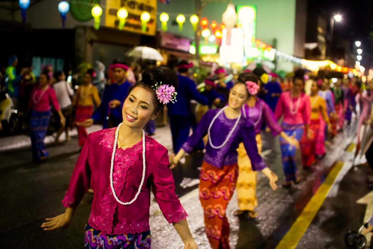 Dancers of Yi Peng Fesitval