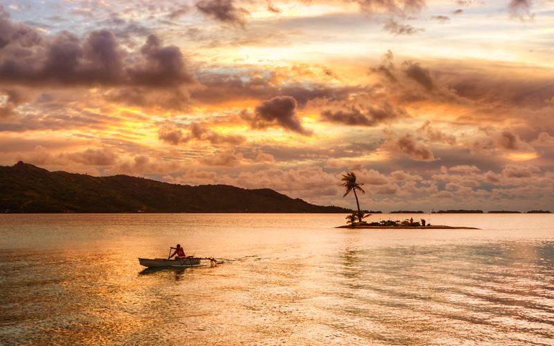 A romantic dinner on a deserted island inside the lagoon in Bora Bora