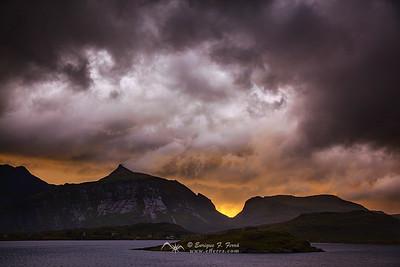 Stormy clouds over Selfjorden,  Islas Lofoten, Noruega